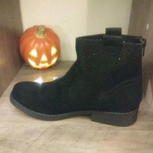 🍁Nwot Black suede boots 👢